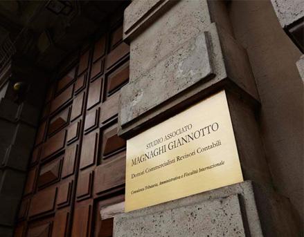 Targa all'Ingresso dello Studio associato Magnaghi Giannotto di Milano